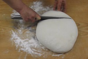 taglio panetti pizza