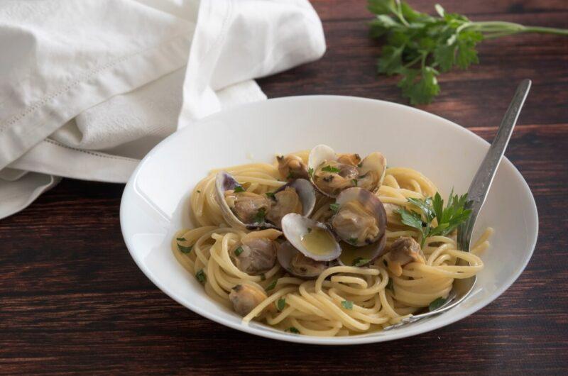 Spaghetti alle vongole: Ricetta originale napoletana
